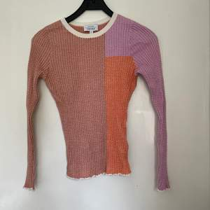Superfin tröja från other stories, fraktas antingen med spårar frakt för 66kr eller 30kr med frimärken