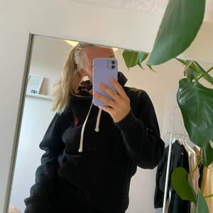 Snygg hoodie i mycket bra skick💖 Passar mig som har S bra