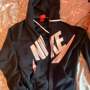 En jätta fin Nike kofta använder dock itne kofter så kommer inte till användning