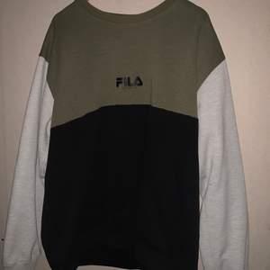 Sweater ifrån fila i använt skick. FRI FRAKT!!