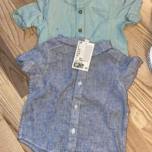 Två skjortor i storlek 68. En är kortärmad och den andra är lång ärmad