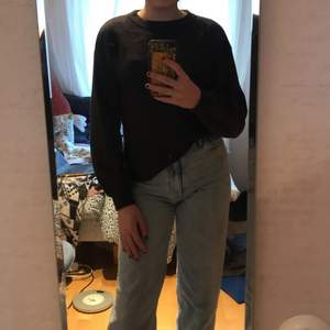 Fin mörkgrå stickadtröja från Zara. Använd Max tre gånger. Hör av er vid intresse/ fler bilder 💗