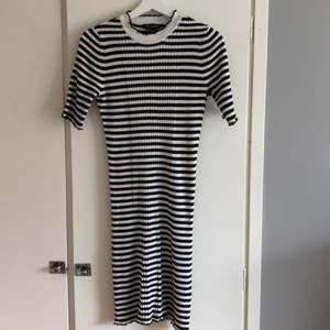 Skön klänning. Använd endast någon gång. Perfekt till sommaren