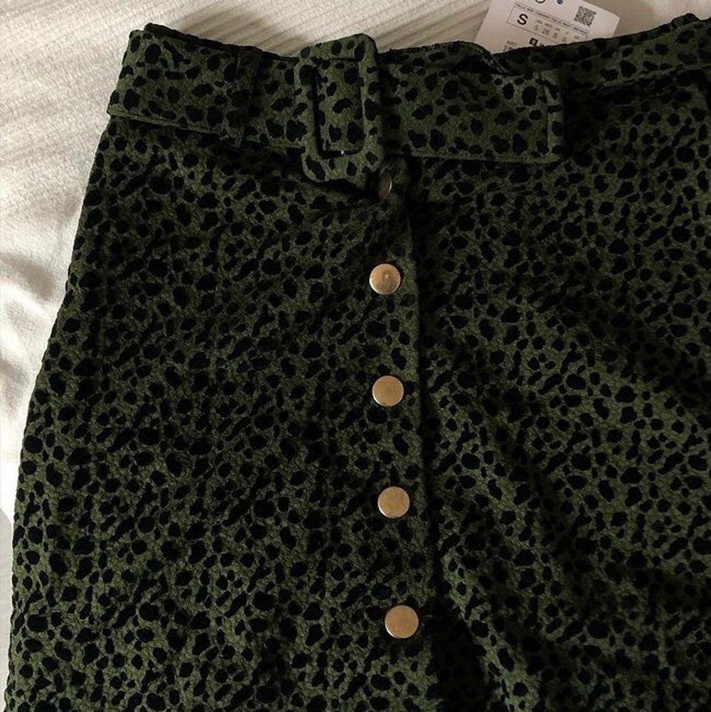 Helt oanvänd kjol från Zara med lapparna kvar! Cool 60-tals modell. Storlek S. Kjolar.