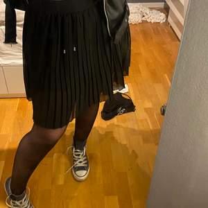 Sjukt snygg och användbar kjol från nakd! Storlek 36!💓💓