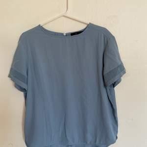 Nu säljer jag denna tröja som är köpt på Åhlens. Storlek 38 och väldigt bra skick. Säljer då den ej längre passar. Hör av er för fler bilder:) köparen står för ev frakt