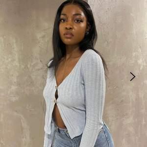❗️LÅNADE BILDER❗️ Säljer min fina tröja ifrån nelly då jag inte använder den, den är enbart testad och i jättefinskick. Jätteskönt material och luftigt. Vid fler frågor bara skicka, köparen står i frakt 🥰😇