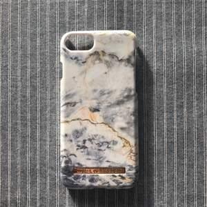 Ideal of Sweden iPhone skal som passar till 6/6s/7/8. Skalet är använt ett fåtal gånger så det är i mycket bra skick! Magnetiskt!  Checka gärna in mina andra försäljningar, kommer lägga ut nya annonser hela helgen!
