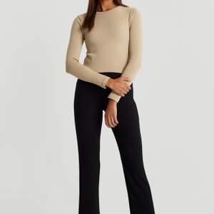 Säljer de här byxorna från Gina. Jättesköna och mjuka men tyvärr så är de för stora för mig. Har använt de Max 3 gånger. Storlek S. Köpt för 249kr