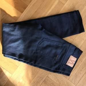 Nudie jeans sjukt bra kvalitet! Knappt använda (min kille har för många jeans..) herrmodell, strl 30/32 👖
