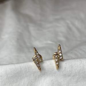Sååå fina örhängen!! Enkla och såå fina 💕 kostar 55kr + 12kr frakt 💕