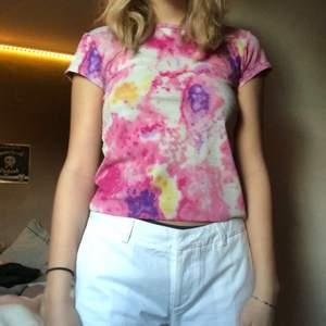 Jättesöt rosa batik/tie dye tröja! Jätteskönt material och nästan helt oanvänd