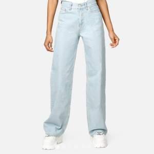 Säljer jubkyards bästsäljande jeans i storlek 26 då jag inte använder dem längre! Om flera blir intresserade så får ni buda! 200 kr + frakt , om ni har frågor kom gärna privat 😊