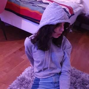 Fett cool grå hoodie! Dm vid frågor eller vid intresse!