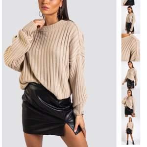Stickad tröja från Madlady. Använd fåtal gånger men är i bra skick. Stolek S. Nypris 329kr, säljer för 100kr + frakt💕