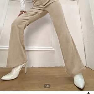 Beiga balla byxor köpta på SHEIN men passade inte mig. Om intresse finns skicka pm för fler bilder🌸 skulle säga de passar en S