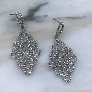 Snygga örhängen i silver 💕