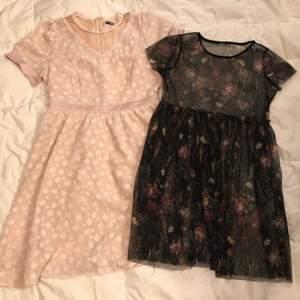 2 söta blommiga klänningar. Den rosa är från Shein i storlek L, den svarta har ingen lapp så märke och storlek okänt men skulle chansa på en S.  70kr/styck eller båda för 100kr.