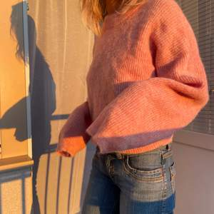 Hej! Jag säljer en SÅ underbar stickad tröja i Alpacka och ull!!!! Aldrig använd! 🤍🤍🤍 Var dyr inköpes 💕
