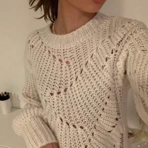 Så fin stickad tröja från Nelly, perfekt nu till hösten! Köparen står för frakt💗