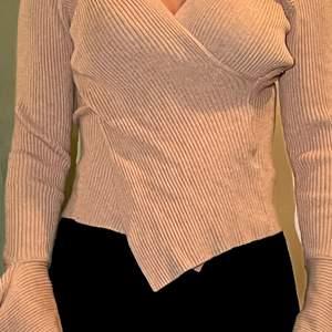 Tröja från SHEIN använd kanske nån gång, tröjan är storlek Xs/S  väldigt mysig och armarna svänger ut även! Vid snabb affär kan priset diskuteras