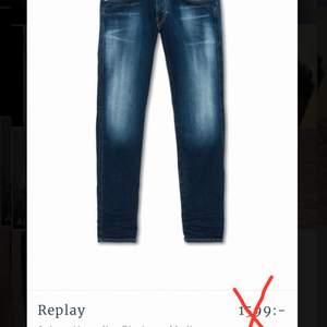 Jag säljer mina replay Hyperflex jeans då de tyvärr har blivit mindre än mig. Annars är jeansen skit SKÖNA och slitbara och anpassar sig efter din kropps- form. Jag säljer jeansen för 599kr, Nypris 1599 (1000kr billigare). Köpare står för frakt med tanke på priset.