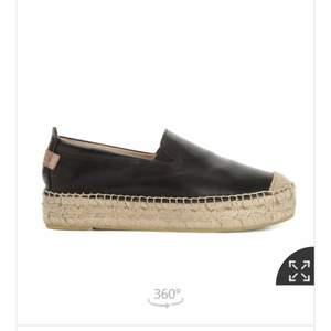 Helt nya skor ifrån skorett, säljer pga fel storlek enbart testade ❤️ i storlek 37 skulle säga att dom sitter som 38. Nypris 999kr