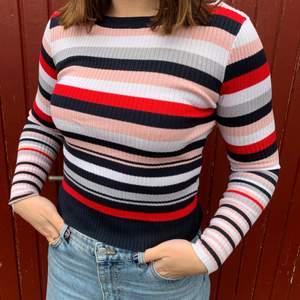 Randig tröja från HM i storlek M, men känns mer som en xs/s