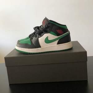Säljer mina Jordans i storlek 37,5 då jag tyvärr inte använder de längre. Bra skick!