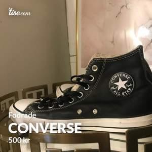 Helt oanvända fodrade converse, nypris 1100kr, mitt pris 500kr🥰