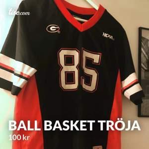 Ball oversize basket tröja från second hand, så jävla cool men passar inte min stil längre! 100kr🥰