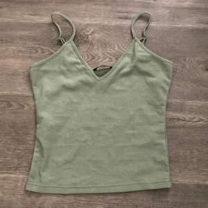 finaste ljusgröna linnet! såååå fin men kommer ej till användning 🤍