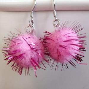 Rosa fluff-örhängen