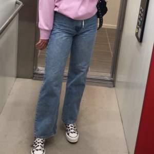 Dr denim jeans. Storlek 28/32. Passar på mig som är en S/M och är 177