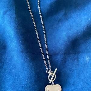 Halsband med hjärta, prs inkl frakten