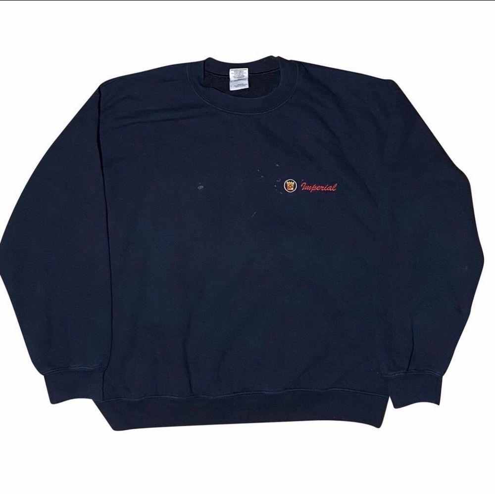 Storlek M, Cond: 6/10 Obs fläckig pga målning i tröjan. Huvtröjor & Träningströjor.