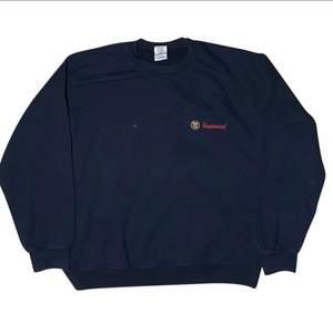 Storlek M, Cond: 6/10 Obs fläckig pga målning i tröjan