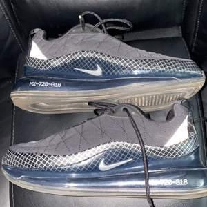 Nike Air Max 720-8118 använda fotal gånger då dom blivit små säljer dom nu för 500 och strlk 39
