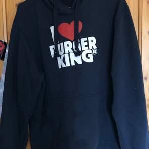 Limited edition Burger King hoodie! Fick den av min pappa som va chef där ett tag, super bra kvalite och mysig. Oversized loose fit, kommer från rökfritt hem