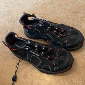 Sköna vandrar skor med nät för att de inte ska bli för varma. Knappt använda. Storlek 37 1/2