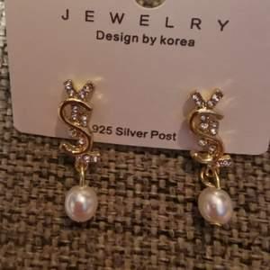 Fina ysl inspirerade örhängen med silverstift. Helt nya.