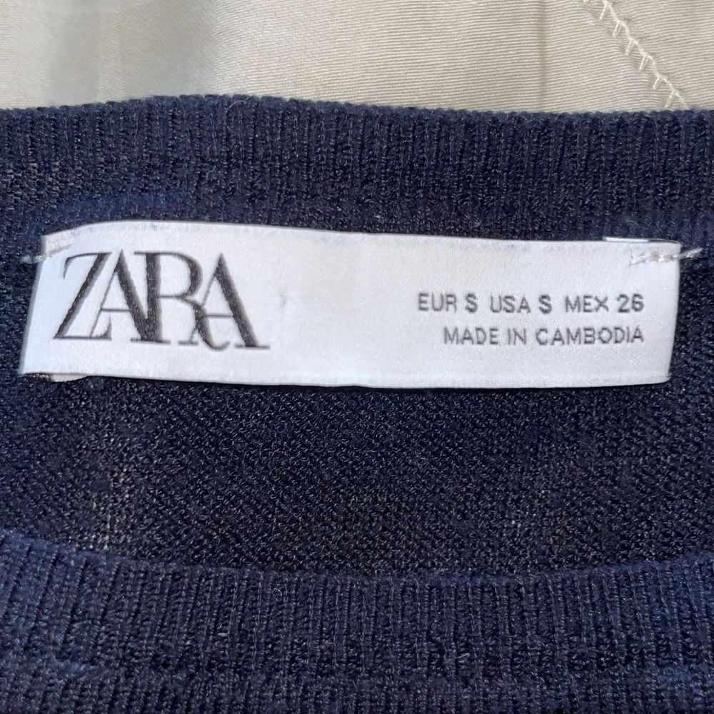 Slutsåld tröja från zara som bara är använd ett fåtal gånger 💗. Tröjor & Koftor.