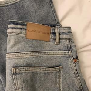 Superfina blåa Carin Wester jeans i stl 38! Hör av vid frågor eller mer bilder :) köparen står för frakten!