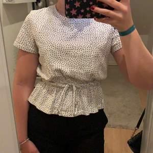 Säljer min söta prickiga tröja ifrån zara i storlek s💞