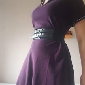 Klänning från Tommy Hilfiger, är i storlek XL men har själv använt som oversized eller bältad.
