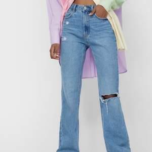 Säljer dessa snygga jeans som är helt oanvända. Prislapp finns fortfarande kvar. köp för 400kr