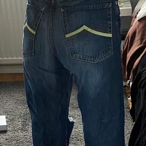 Jääätte snygga jeans som tyvärr är förstora för mej💗