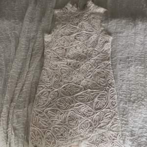 Afton klänning från chiquelle i storlek M, helt ny! Säljer för 60kr