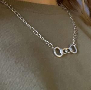 Handbojor-halsband! Kontakta för frågor, intresse eller för fler bilder!🤍