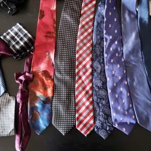 Paket med slipsar och accessoarer. Vissa i äkta silke.